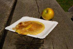 Eierpfannenkuchen mit Äpfel
