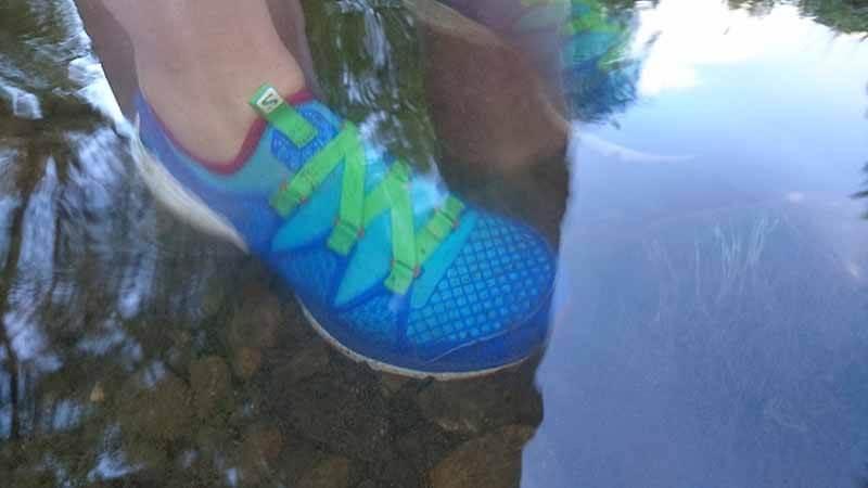Crossamphibian im Wasser. Der Barfuß Laufschuh ist ideal dafür geeignet.