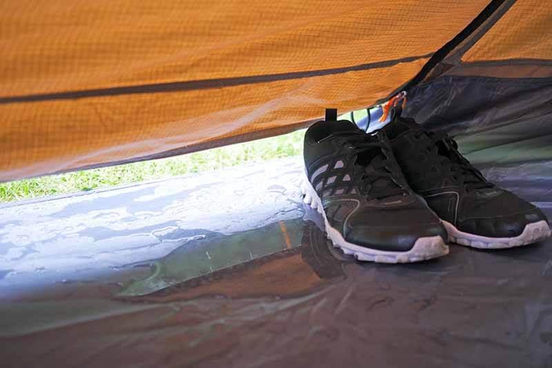Beachte nützliche Tipps. So bleibt es im Polycotton Zelt immer trocken.