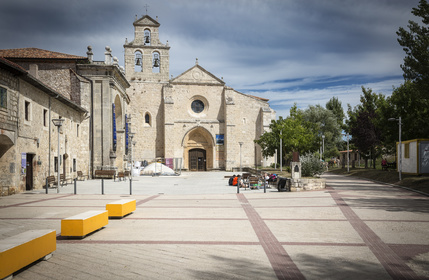 Kloster in Juan de Ortega auf dem Jakobsweg in Spanien. Die Jakobsweg Route hat einige schöne Etappen parat.