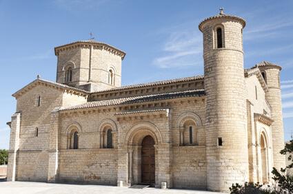 Kirche in Frómista, dem Ziel der 15. Etappe auf dem Pilgerweg Spanien. Ein schönes Ziel unter den Jakobsweg Etappen.