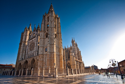 Die Kathedrale in Leon, dem Ziel der 19. Etappe, ist einen Besuch wert. Ebenso wie viele andere Kathedralen auf dem Jakobsweg Spanien.