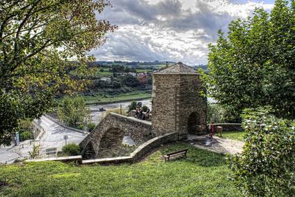 Portomarin ist das nächste Etappenziel. Eine sehenswerte Etappe auf der Route Jakbosweg Spanien.