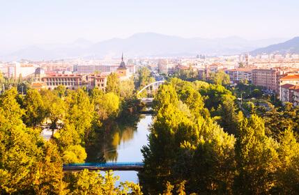 3. Etappe der Jakobsweg Route. Der Pilgerweg in Spanien führt nach Pamplona.