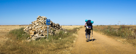 Die vorletzte Etappe auf dem Jakobsweg Spanien. Entlang an den sogenannten Sündensteinen geht es auf dem ganzen Weg.