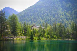 Der See bei Champex in der Schweiz. Ziel der 7. Etappe der Tour du Mont Blanc.