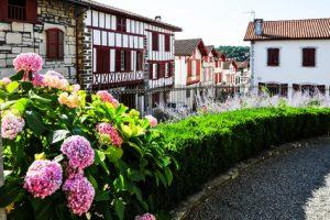 Das Dorf Anhoa, Ziel der 3. Etappe des Pyrenäen-Wanderwegs. Tolle Fachwerkhäuser, die einen Blick wert sind.