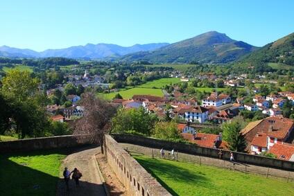 Saint Jean Pied de Port - das ist das Ziel der siebten Etappe des Abenteuers Pyrenäen Wanderweg GR 10.