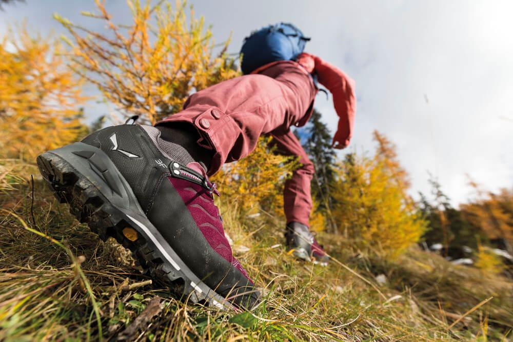 Die Materialien eines Wanderschuhs spielen ebenfalls eine große Rolle. Oft kommen Materialien wie Leder, Nylon und Gore-Tex zum Einsatz.