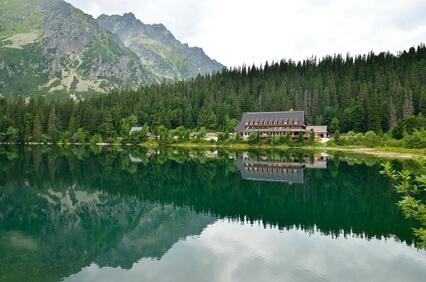Ziel 2. Etappe Tatra-Überschreitung Popradsee. Ein wunderschöner See mitten in der Tatra