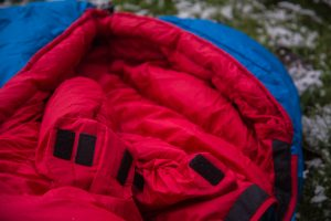 Wärmekapuze des Deuter Astro Pro 600 Schlafsack.