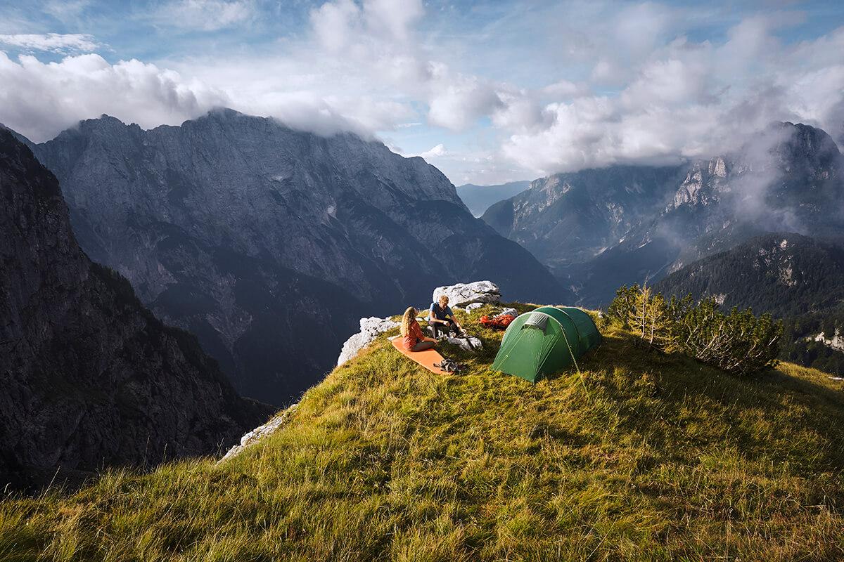 Tatonka-Abisko-Trekkingzelt-im-Einsatz-auf-Reisen-mit-sehr-schönem-Ausblick