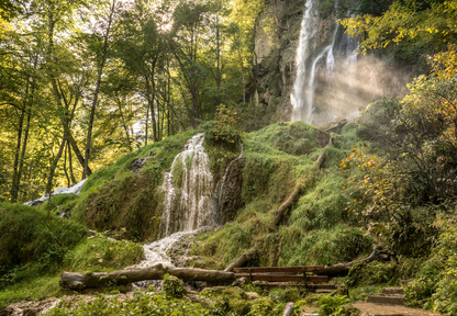 Der Albsteig Etappe 10 - malerischer Wasserfall bei Bad Urach.