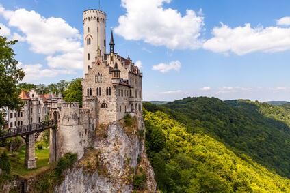 Der Albsteig Etappe 11 - Schloss Lichtenstein befindet sich auf dem Weg nach Genkingen.
