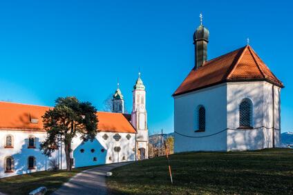 Der Eifelsteig Etappe 7. das Ziel dieser Etappe ist Mirbach und führt am Kalvarienberg vorbei.