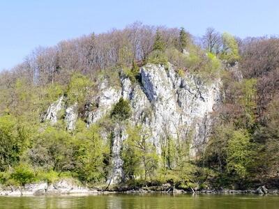 Altmühltal-Panoramaweg Etappe 10 - Blick auf die Weltenburger Enge beim Kloster Weltenburg auf dem Weg zum Etappenziel Kelheim
