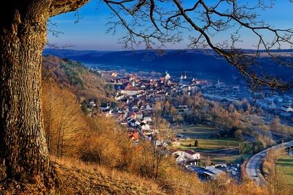 Altmühltal-Panoramaweg Etappe 5 - Blick von oben auf das Etappenziel Eichstätt