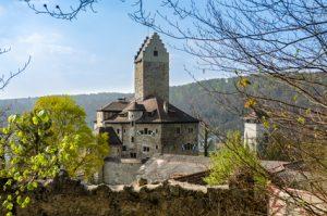 Altmühltal-Panoramaweg Etappe 6 - Blick auf die alte Burg in Kipfenberg, dem Ziel dieser Etappe