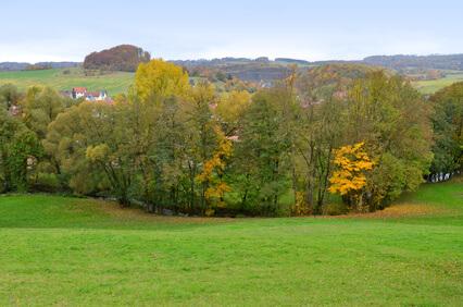 Hochrhöner Etappe 7 - entlang der Felda, einem Fluss in der Rhön. Ziel der Etappe ist Bernshausen