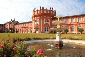 Rheinsteig-Etappe 21 - das schöne Schloss Biebrich in Wiesbaden. Hier endet für uns der Rheinsteig