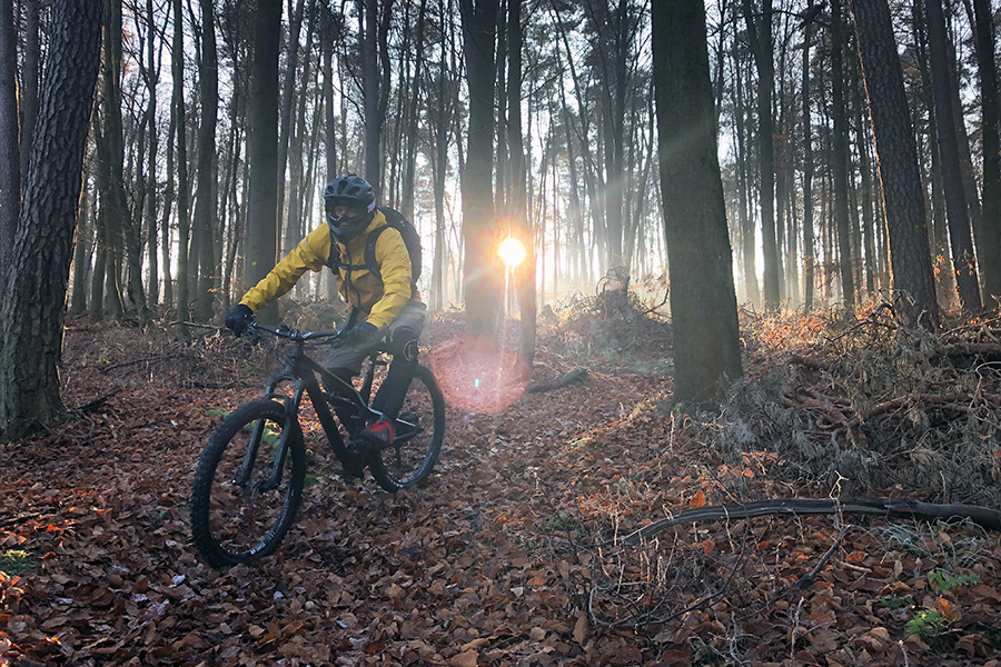Stefan auf seinem Bike mit der Endura MT500 MTB Jacke