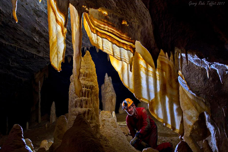 Höhlenforscher bei der Arbeit