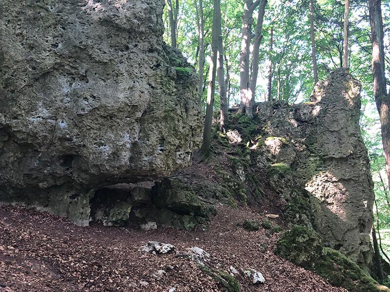 urige Felsformationen aus Kalkstein