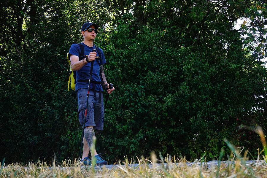 Wanderer mit Trekkingstock