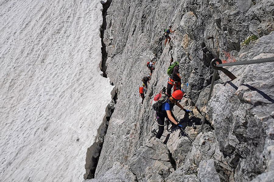 Bergsteiger im Höllental Klettersteig